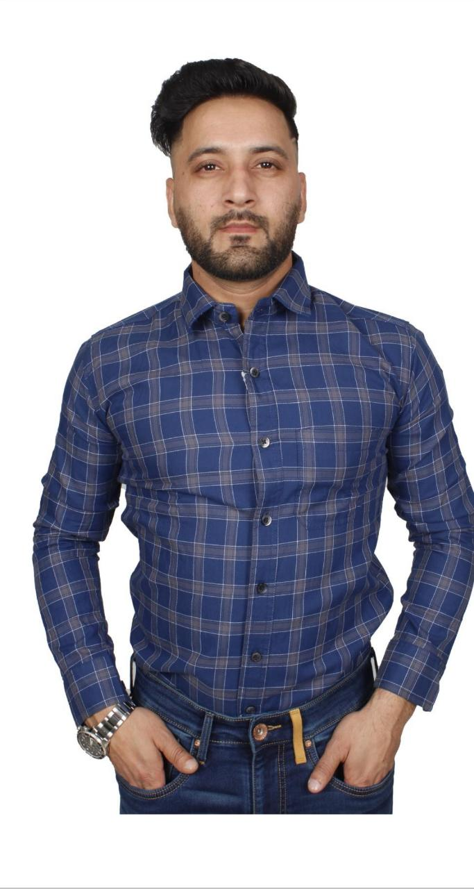 Soumj Men Stylish full sleeve checked casual shirt with Classic Collar